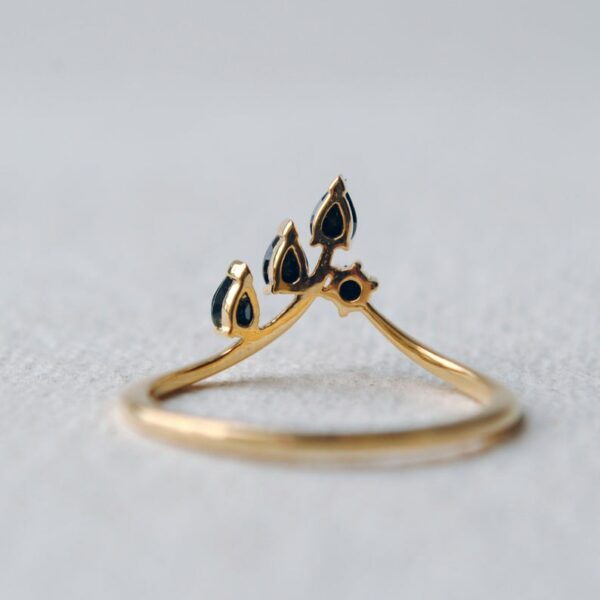 black diamond leaf ring yellow gold